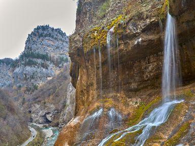 Джип-тур из Георгиевска: Чегемские водопады, Эль-Тюбю и озеро Гижгит