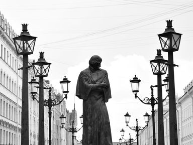Большая и Малая Конюшенные: прогулка по старинным улицам