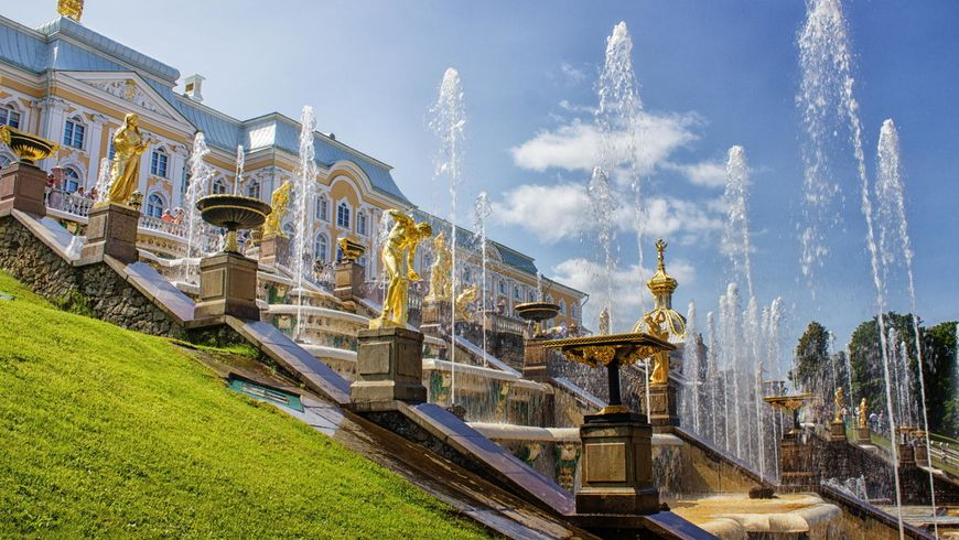 Дворцы, великолепный парк и фонтаны Петергофа