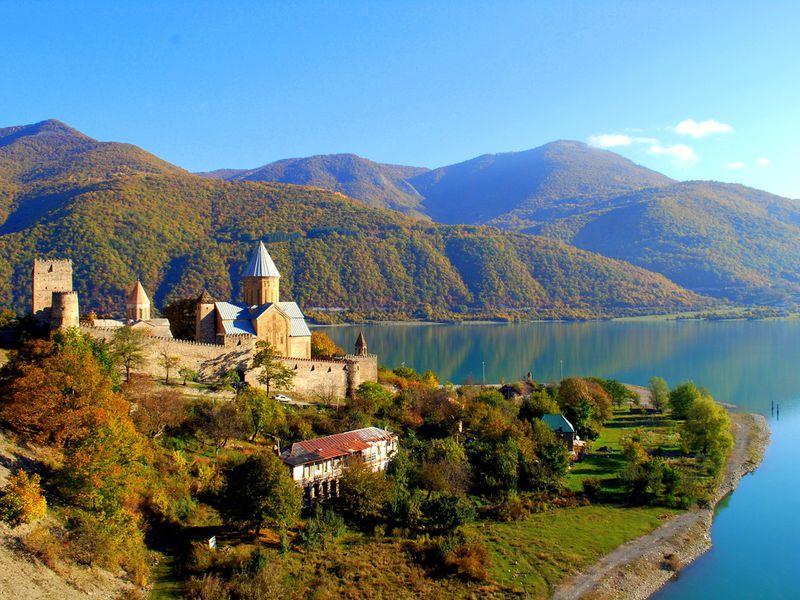 Экскурсия Сердце православной Грузии— Мцхета изамок Ананури, застывший над водой
