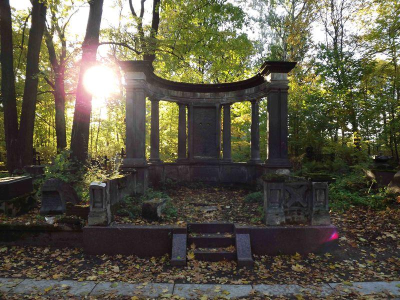Экскурсия Смоленское кладбище ичасовня Ксении Петербургской