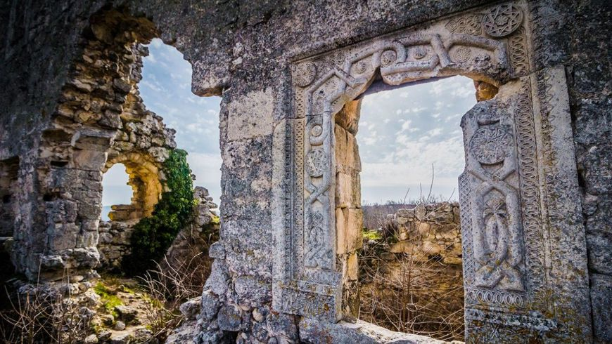 Средневековье вКрыму: пещерный Мангуп-Кале