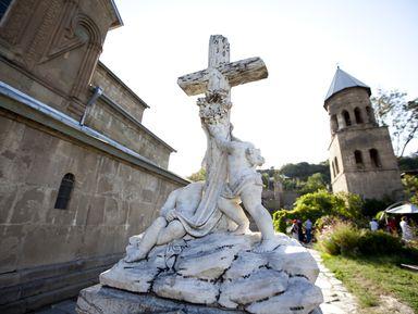 Сердце православной Грузии— Мцхета изамок Ананури, застывший над водой