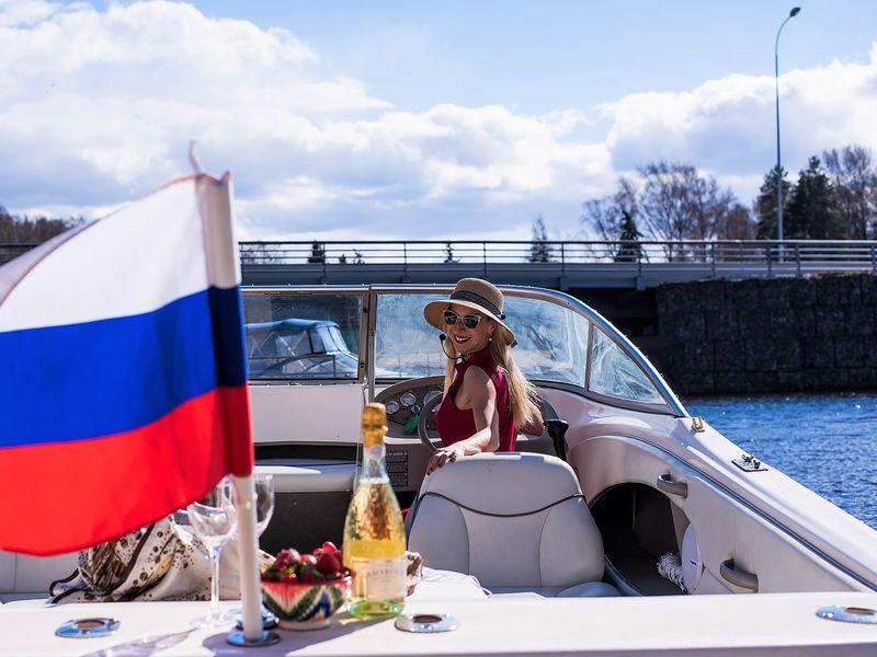 Экскурсия По каналам Петербурга на катере с гидом