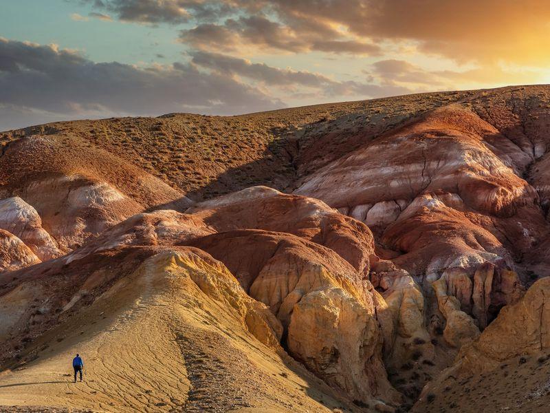 Экскурсия Два дня с инопланетным Алтаем: Чуйский тракт, Гейзеровое озеро и марсианские горы