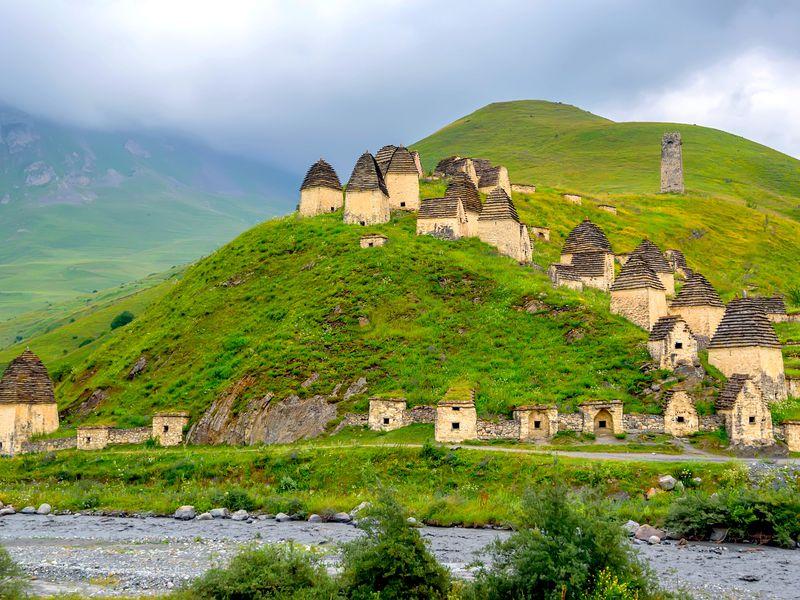 Экскурсия Топ-места Осетии: Даргавс, Мидаграбинские водопады икачели над пропастью