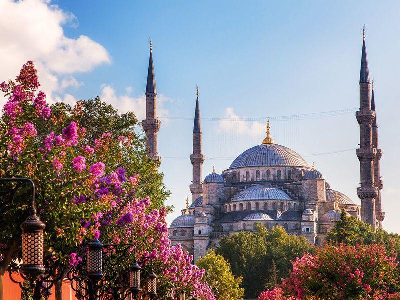 Фото Трансфер изаэропорта Стамбула влюбую точку города