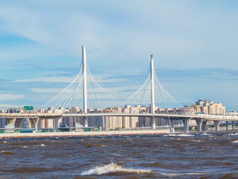 Экскурсия Посовременному Петербургу— наретро-скутере!